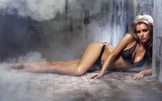 Papéis de parede com uma mulher sedutora, dotados de skaters pendentes carne.