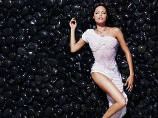 Kostenlose Wallpaper von großer Qualität mit einem schicken Mädchen Angelina Jolie.
