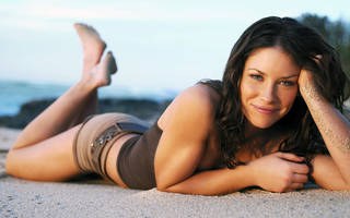 Wallpaper with a false name is Kate Austen in the sand , listening to the rustle of the surf , dreaming of bread.